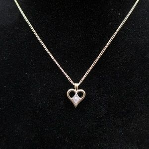 Jewelry - Cute 16 Inch Amway Small Heart Pendant Necklace